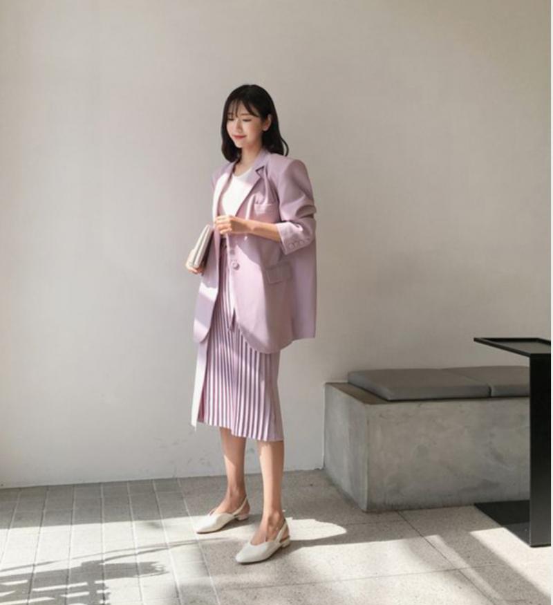 Phối áo blazer cùng chân váy dài