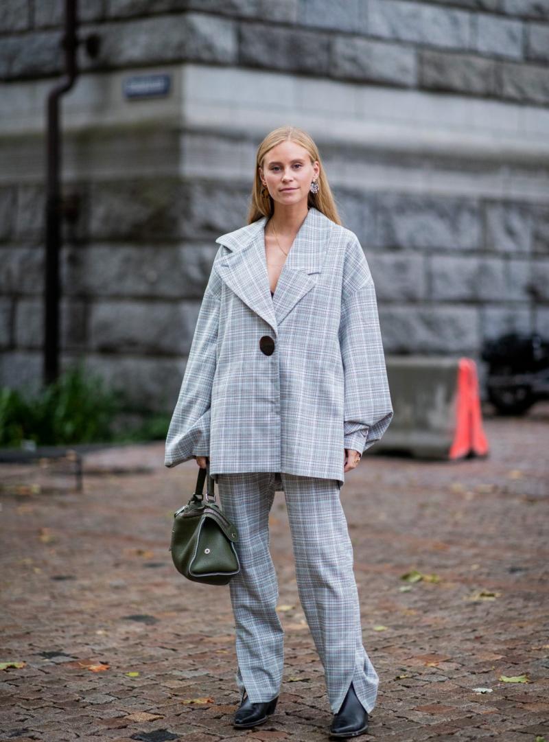 Dù món đồ bạn đang diện đắt giá bao nhiêu, bạn sẽ trông kém thu hút hơn nếu trang phục không vừa vặn với cơ thể.