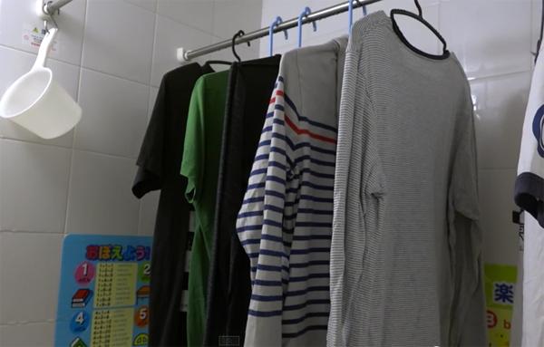 Phơi quần áo trong nhà tắm mà không lo ẩm mốc.