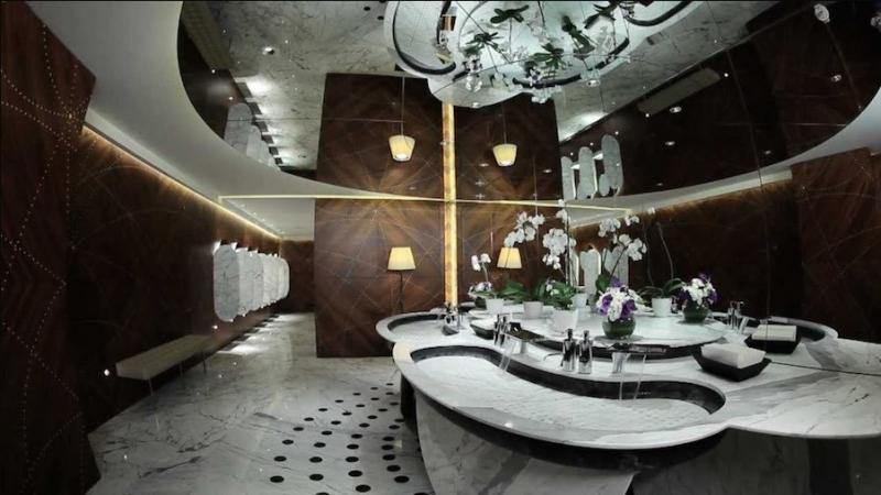 Phòng tắm sang trọng hạng nhất ở Etihad Diamond