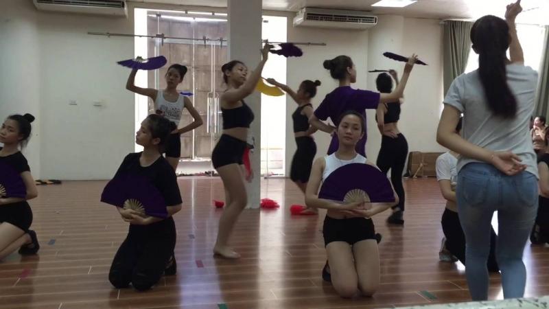 Sàn học chuyên ngành của sinh viên Khoa Múa tại VNQ