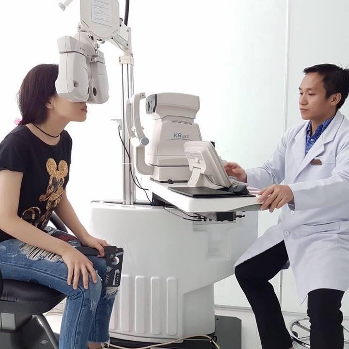 Đo khám mắt tại Phòng Khám Chuyên Khoa Mắt Quang Lộc - Nha Trang