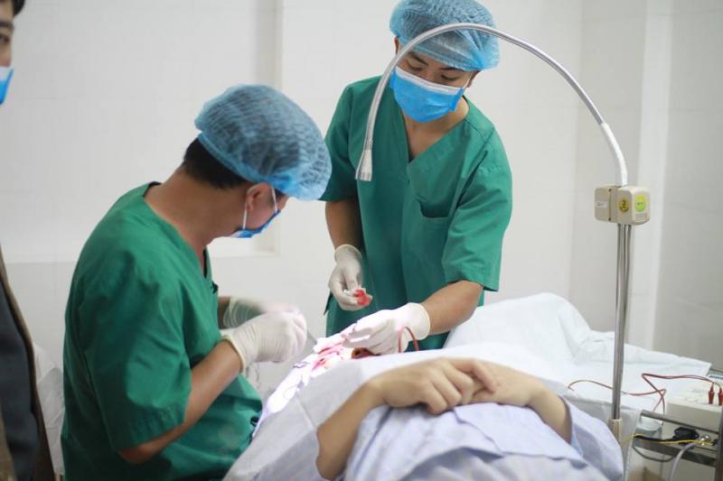 Phòng khám mắt kĩ thuật cao Ánh Sáng Việt