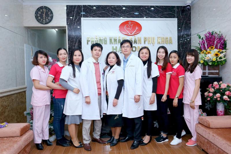 Đội ngũ y bác sĩ và nhân viên phòng khám
