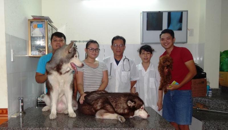 Bác sỹ Đặng Văn Hùng và khách hàng