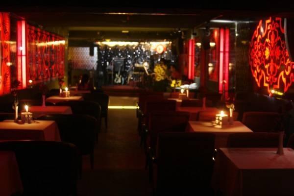 Phòng trà Ân Nam là một  trong những phòng trà lâu đời và nổi tiếng tại Sài Gòn