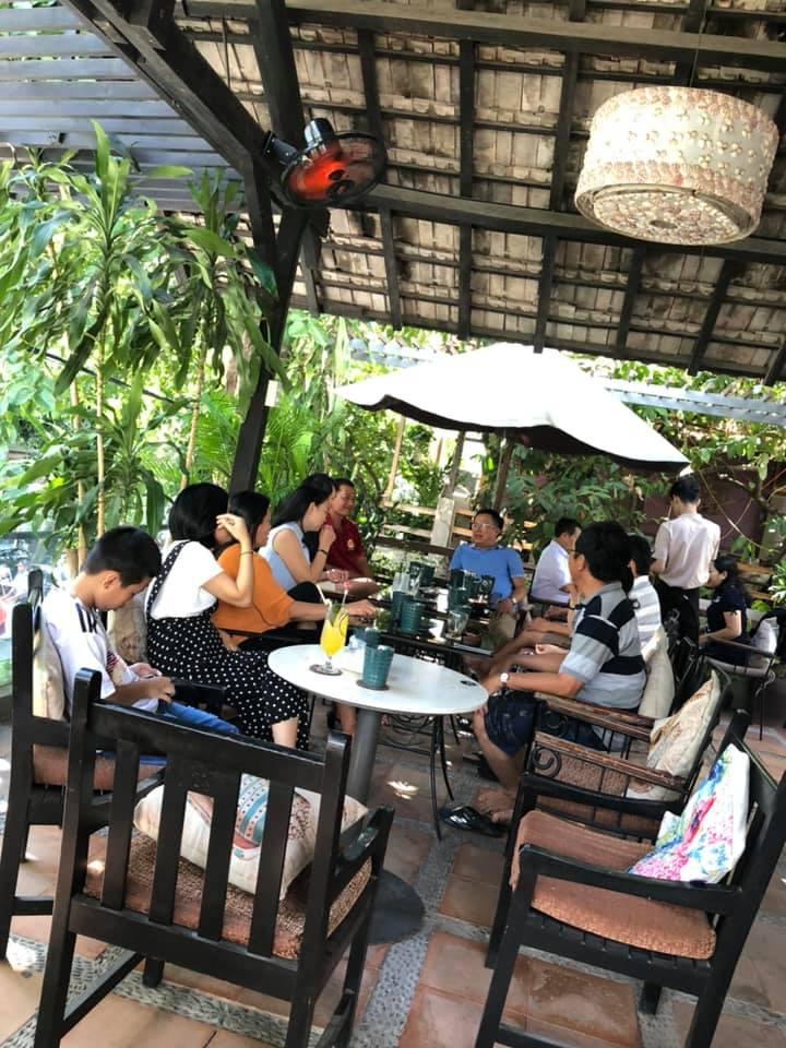 Phòng trà Ca Nhạc & Cafe Hòn Kiến