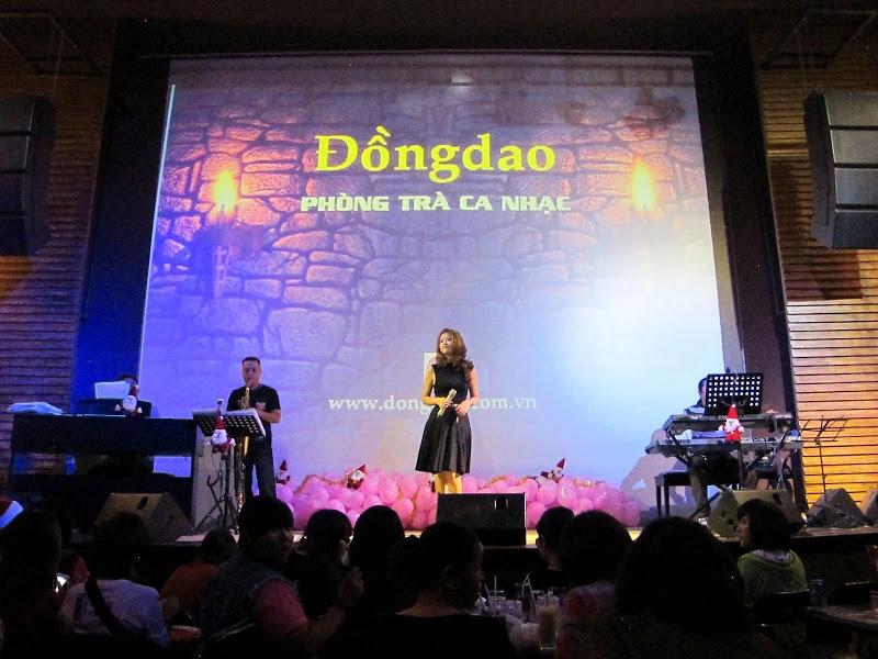 Đêm ca nhạc ở phòng trà Đồng Dao