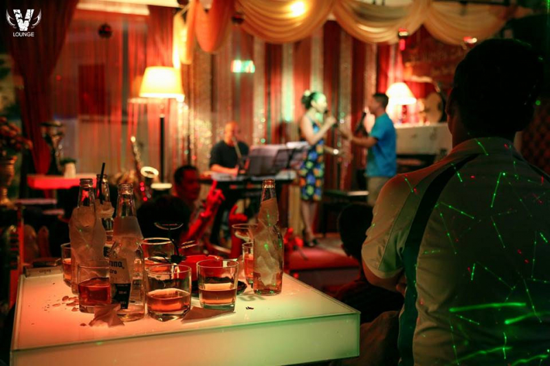 Phòng trà Lục Huyền Cầm mang phong cách sang trọng, hiện đại nhưng đầy ấm áp.