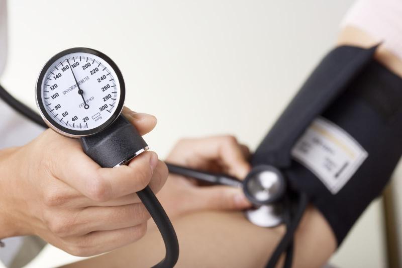 Thói quen ăn mặn khiến chúng ta dễ mắc các bệnh như suy thận và khi về già còn có thể bị bệnh huyết áp cao
