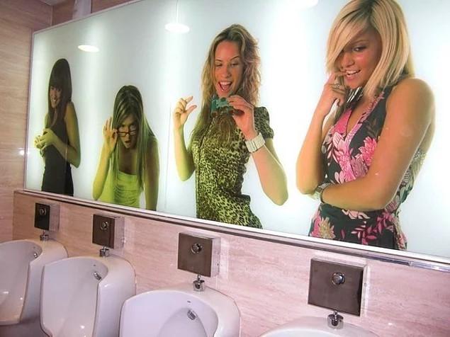 Phòng vệ sinh dành cho những người đàn ông sáng tạo. Quá sáng tạo ...
