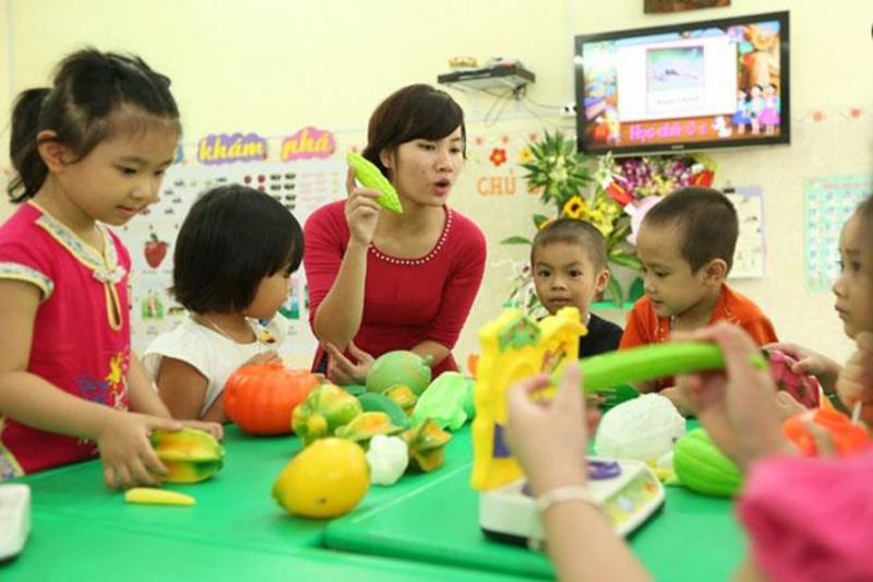 Tại trường bé có đồ ăn và đồ chơi nên không đưa từ nhà đến tránh tranh chấp