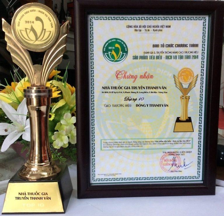 Cúp và giấy chứng nhận của thương hiệu Đông Y Thanh Vân