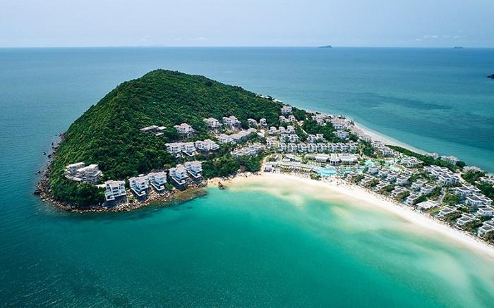Đảo Ngọc Phú Quốc từ lâu đã trở thành điểm du lịch nghỉ dưỡng nổi tiếng với biển xanh, cát trắng, nắng vàng cùng khí hậu gió mùa nhiệt đới.