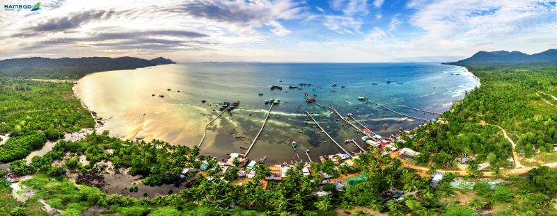 Phú Quốc là nơi lí tưởng để du khách khám phá thế giới đại dương bởi nơi đây các dải san hô được xếp vào loại bậc nhất Việt Nam