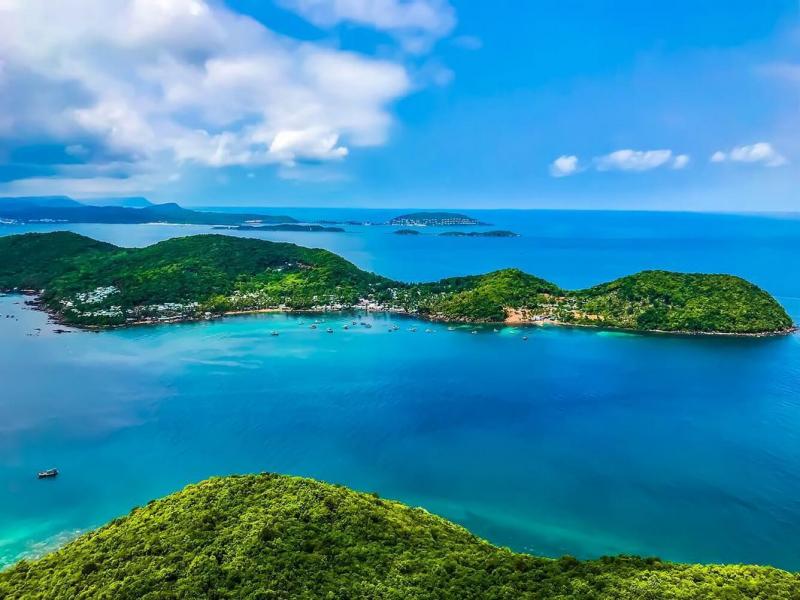 Nước biển xanh ấm áp
