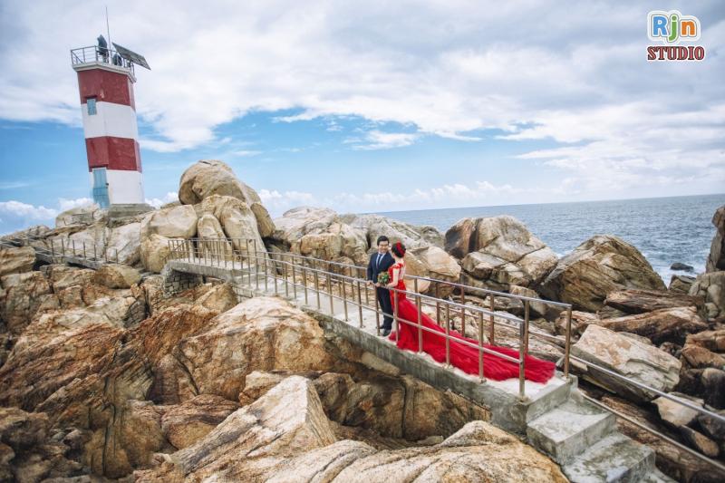 Ảnh cưới ngoại cảnh chụp tại Hải Đăng Gành Đèn