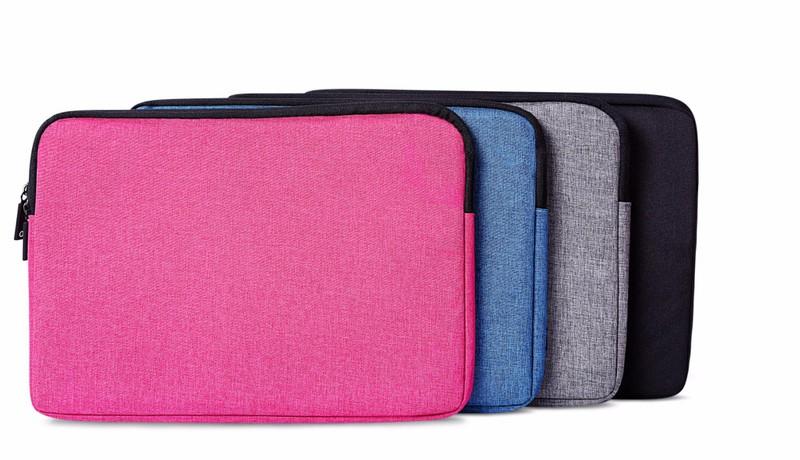 Thiết kế túi ôm sát laptop có mút đệm chống sốc, bảo vệ máy tối ưu khi bị va đập.