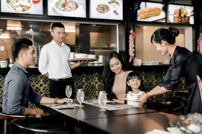 Bạn có thể tìm trên mạng hoặc trực tiếp đến các quán ăn để xin trực tiếp.