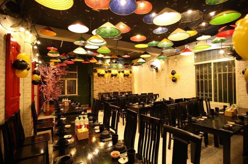 Phong cách độc đáo với menu phong phú, Phủi Quán rất phù hợp tổ chức những bữa tiệc vui nhộn, náo nhiệt