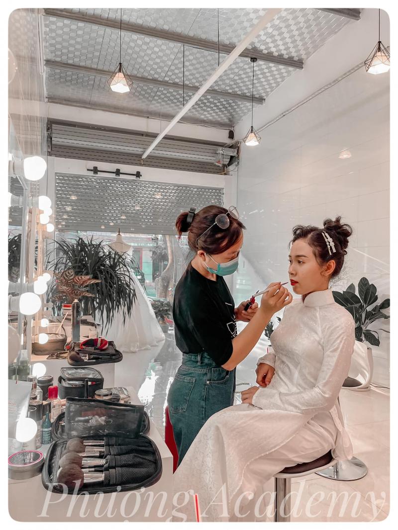 Phượng Makeup Academy
