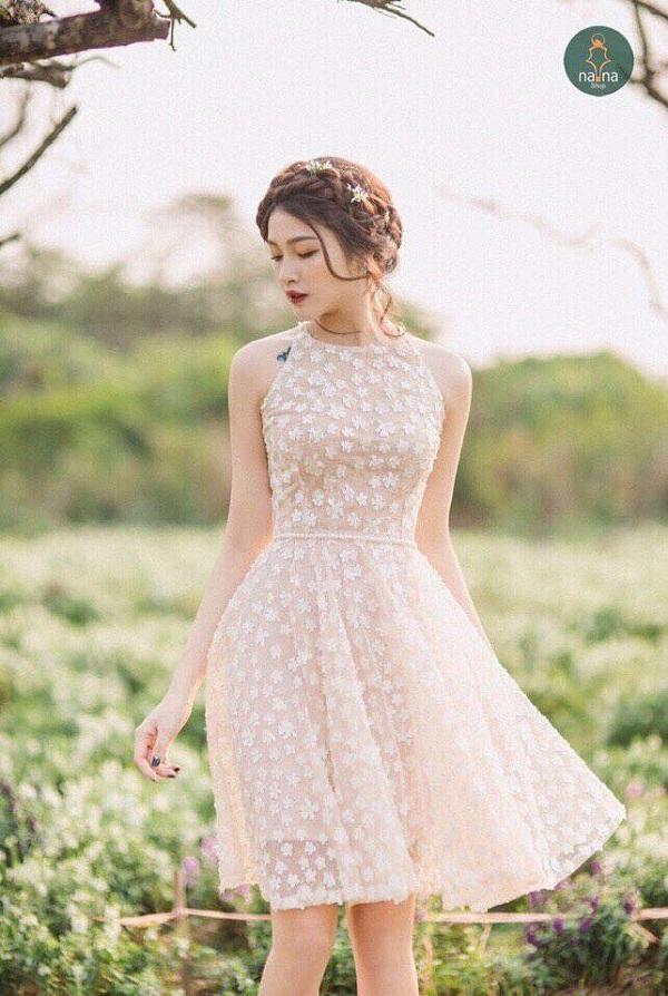 Shop cực kỳ nhiều kiểu dáng, mẫu mã từ trang phục mặc hàng ngày đến váy vóc điệu đà sang chảnh.