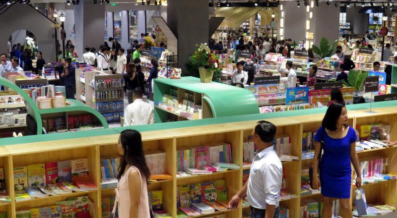 Bạn có thể thoải mái đọc sách tại Phương Nam Book City