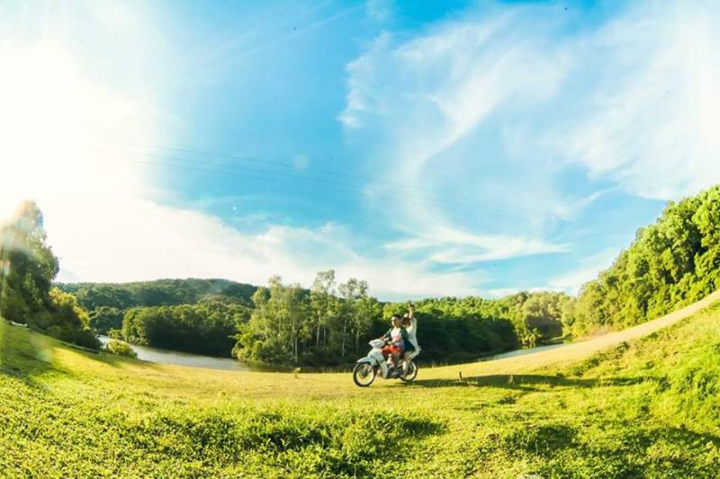 Khi đến đảo các bạn có thể di chuyển bằng cách thuê xe máy