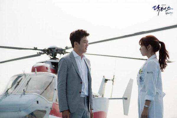 Trực thăng chuyên chở bác sĩ Hong Ji Hong (Kim Rae Won) trong Doctors