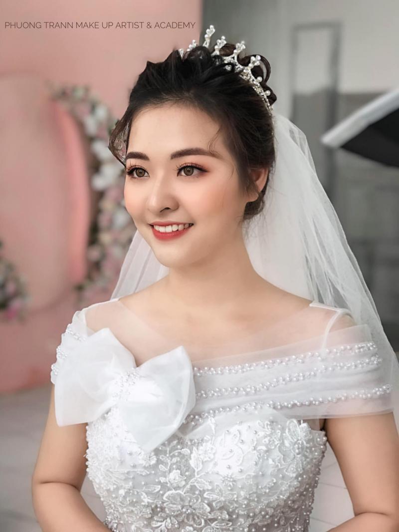 Phuong Trann Makeup Store & Academy