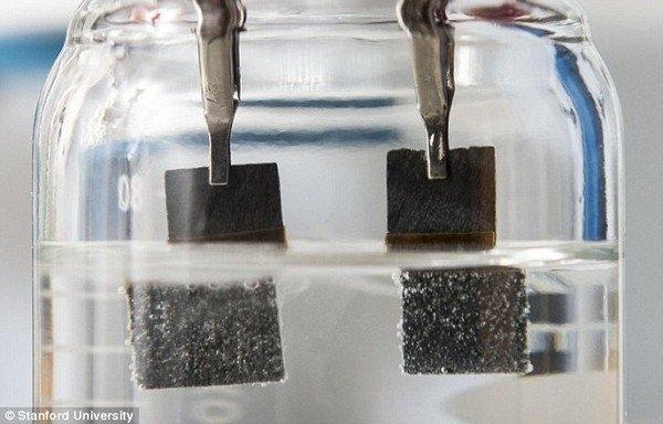 Pin hoạt động bằng nước cho công suất gấp 40 lần pin Lithium-ion hiện tại