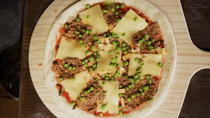 Pizza nướng lò củi