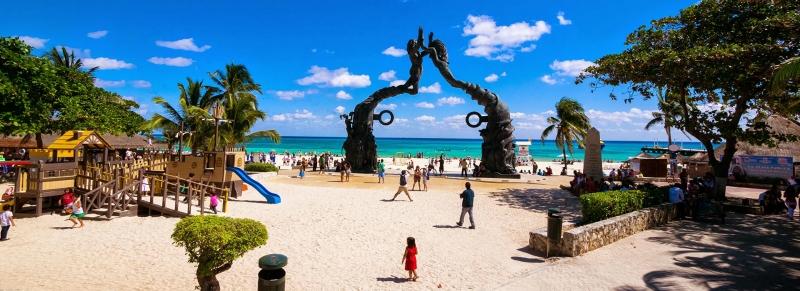 Playa del Carmen là một thị trấn nghỉ mát ven biển thuộc tiểu bang Quintana Roo của Mexico