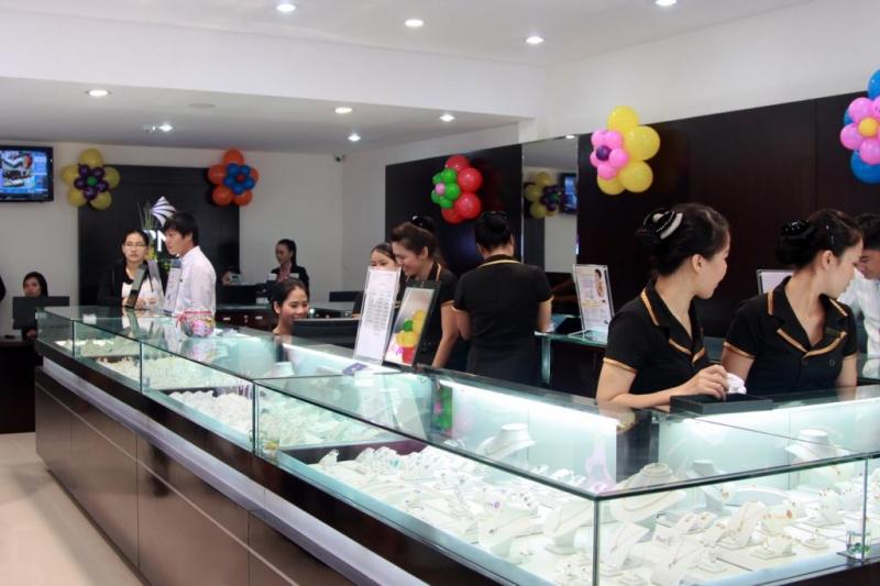 Cửa hàng rộng rãi, thoáng mát của PNJ Đà Nẵng