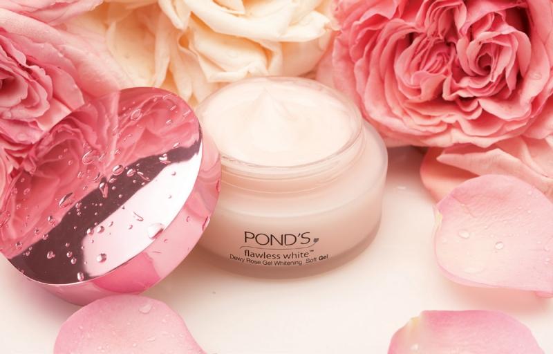 Kem dưỡng trắng da Pond's là dòng kem được chị em phụ nữ ưu ái tin dùng vì có thể đáp ứng nhu cầu riêng phù hợp với từng loại da