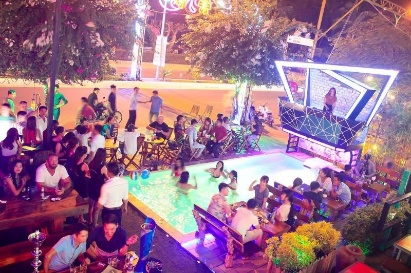 Pool pub Nha Trang