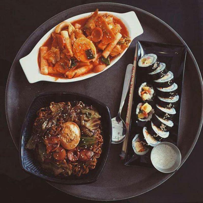 Combo Kimbap, Tokbokki và mì đen