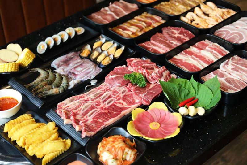 Món buffet hấp dẫn tại nhà hàng