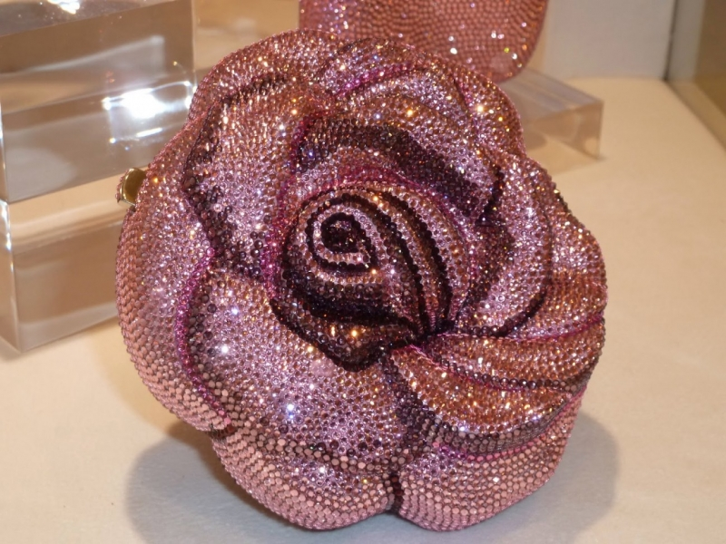Chiếc túi Precious Rose Bag