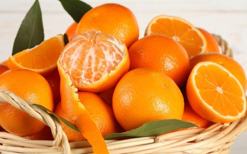 100g cam chứa 40 mg khoáng chất canxi