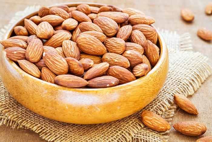 Cứ 30g quả hạnh có đến 7g protein giúp cơ bắp phát triển đồng đều