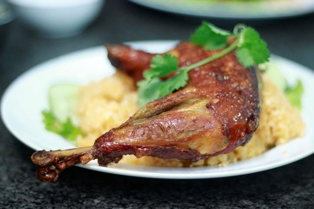 Quán A Hải nổi tiếng Đà Nẵng với món cơm gà xối mỡ