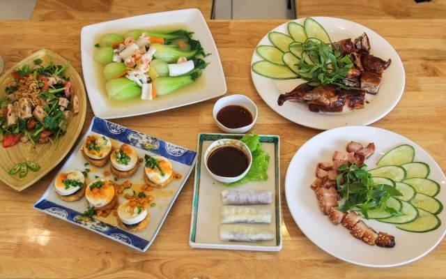 Những món ăn bình dân của Quán Á
