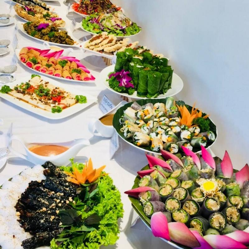 Thì Là Veggie có Buffet chay vào các ngày 1 và 15 âm lịch hàng tháng với nhiều món chay đẹp mắt, đầy sáng tạo và ngon miệng