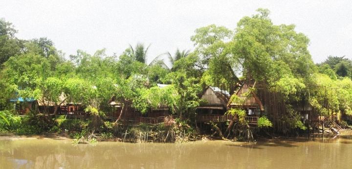 Tân Sake bên cạnh bờ sông Sài Gòn