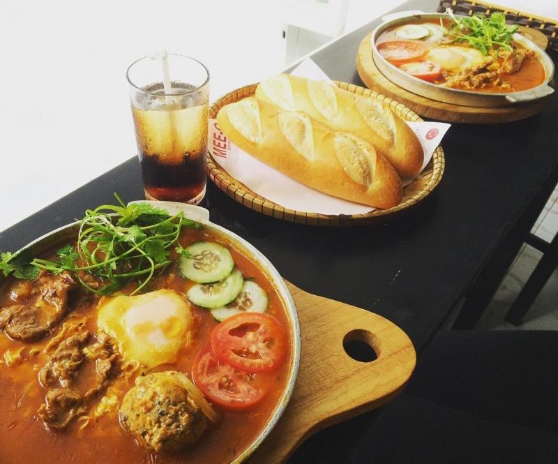 Quán bánh mì chảo Mee-O là một trong những quán bánh mì ốp la ngon nhất ở Huế