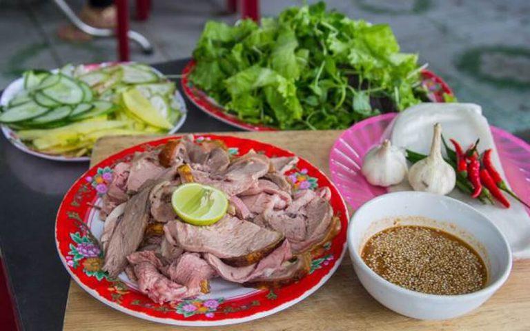 Bê thui vàng Nguyễn Thông làm say đắm lòng người