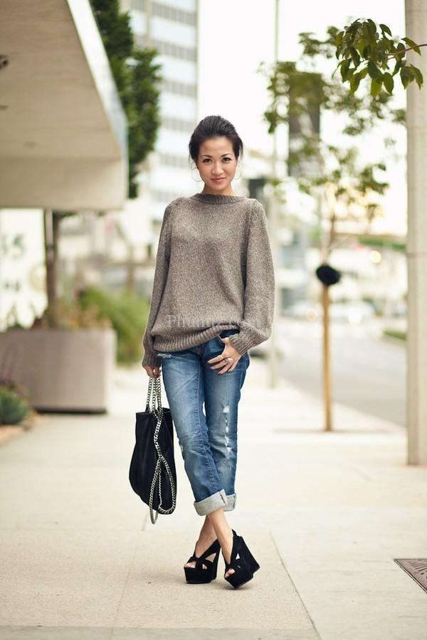 Quần jeans với áo len trùng