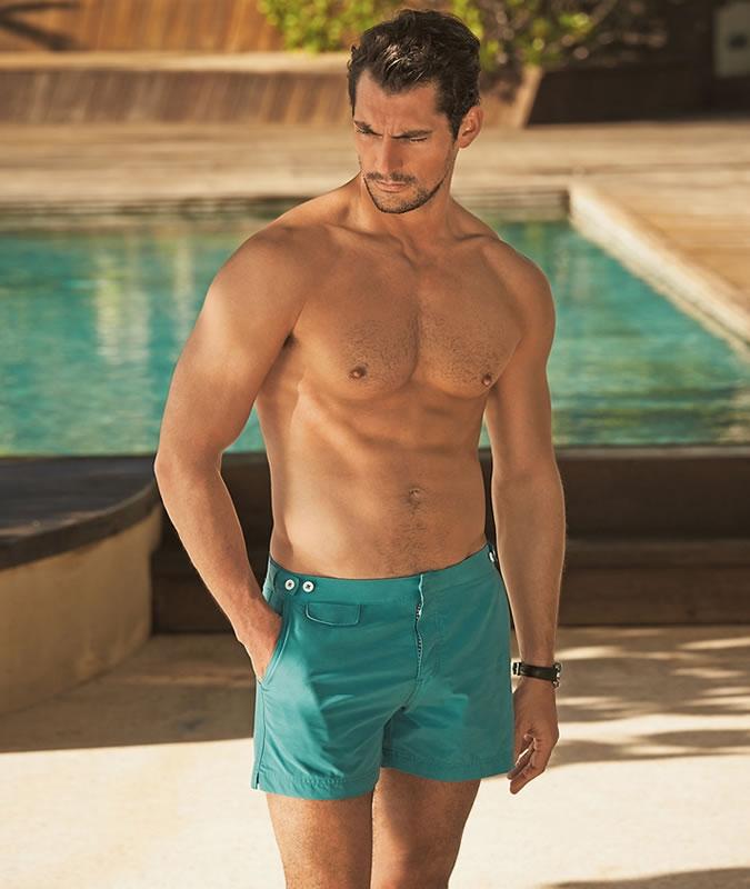 Chiếc quần bơi nam đơn sắc, một nét hấp dẫn riêng khó cưỡng lại