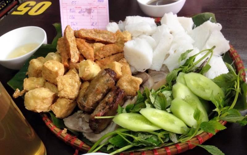 Quán Bún Đậu Đồng Quê là một trong những quán ăn ngon nhất gần trường đại học Thương Mại